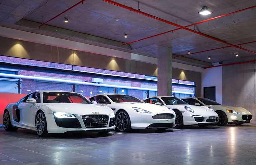 Valet Parking Tucson - Parking Garage White Cars
